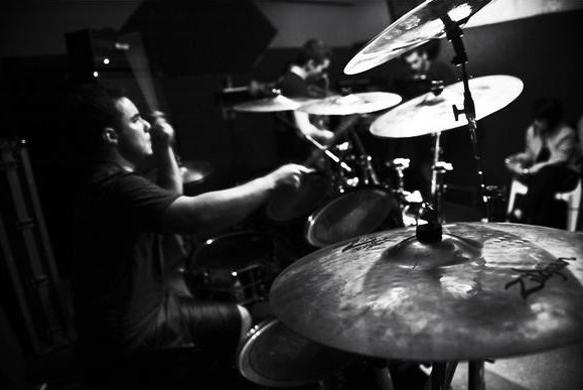 aurora_drums_bg